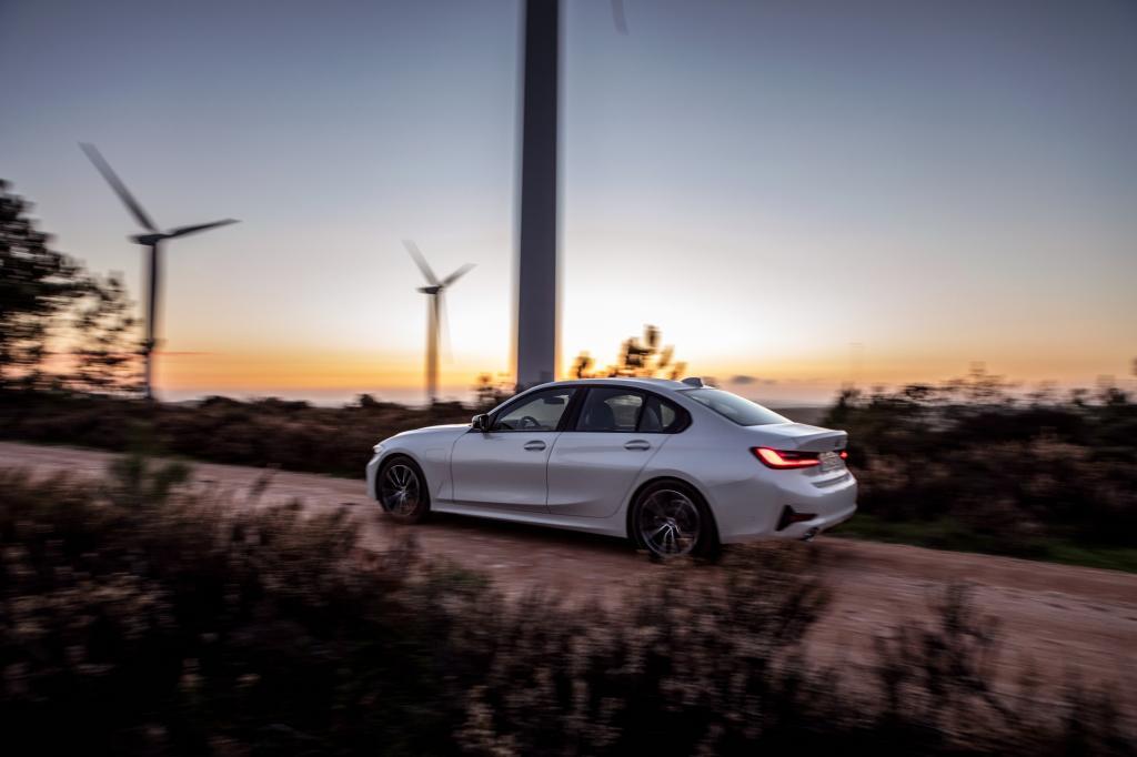 Wat is er opvallend aan de BMW 330e?