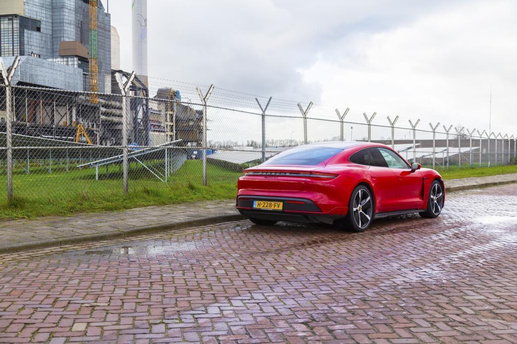Wat is opvallend aan de Porsche Taycan 4S (2020)?