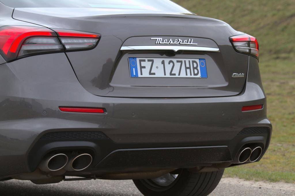 Primera revisión: el Maserati Ghibli Hybrid engaña que es un híbrido