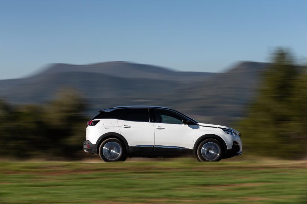 Wat is opvallend aan de Peugeot 3008 Hybrid4 (2020)?