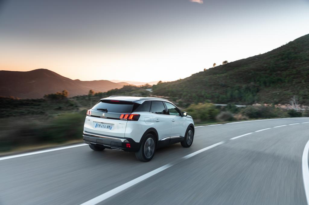 Wanneer komt de Peugeot 3008 Hybrid4 en wat is de prijs?