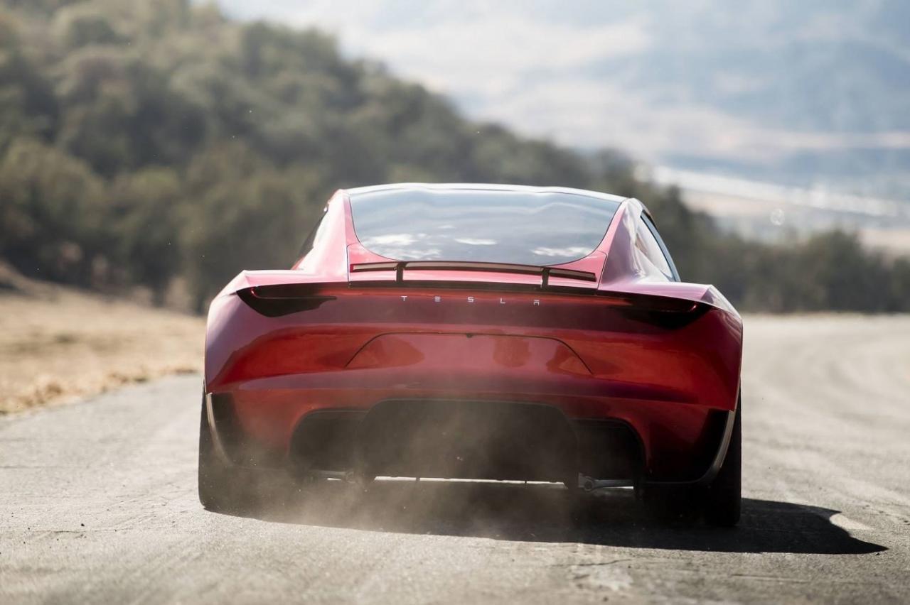 Elon Musk houdt 'Tesla Roadster kan vliegen'-onzin gewoon vol