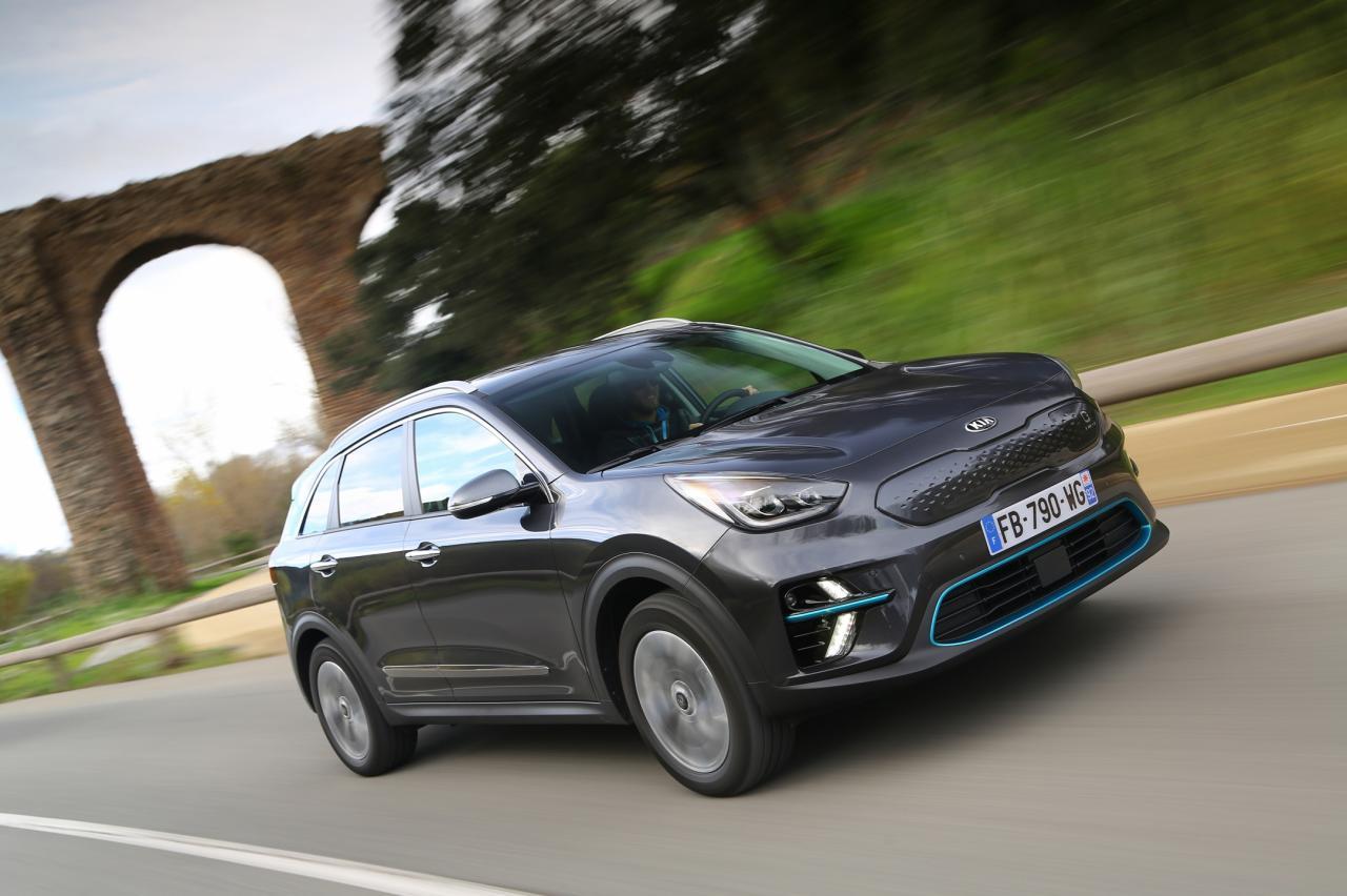 Autoverkopen met meer dan 50 procent onderuit in april