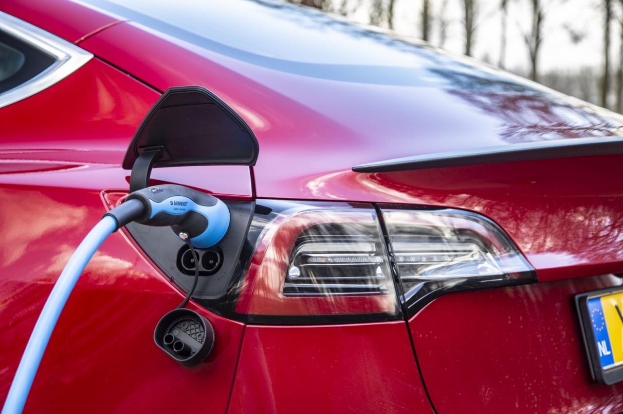 Verdien geld met je elektrische auto en help het elektriciteitsnet (Equigy uitgelegd)