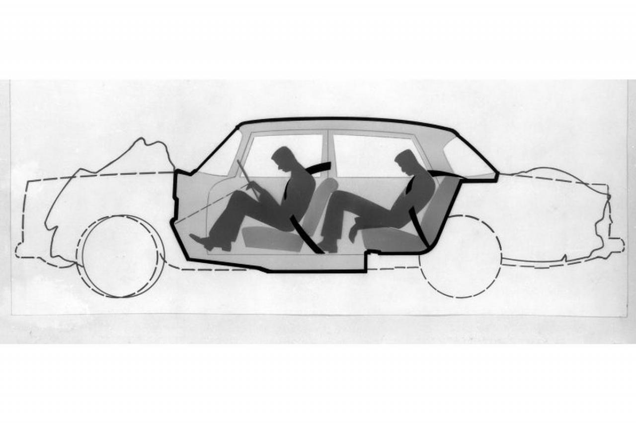 Waarom we blij moeten zijn met gecrashte oude Mercedessen