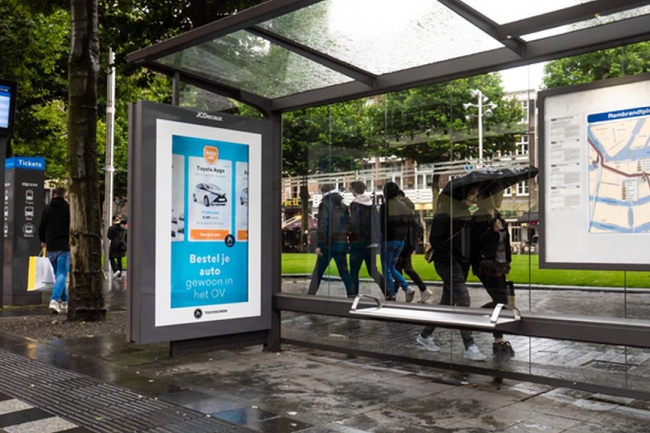 Auto.nl opent 'tijdelijke vestiging voor OV-mijders in bushokje