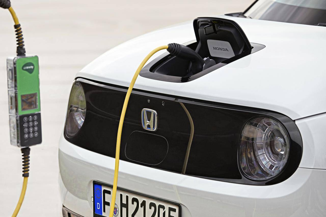 Subsidie op elektrische auto: Pot al na een dag half leeg!