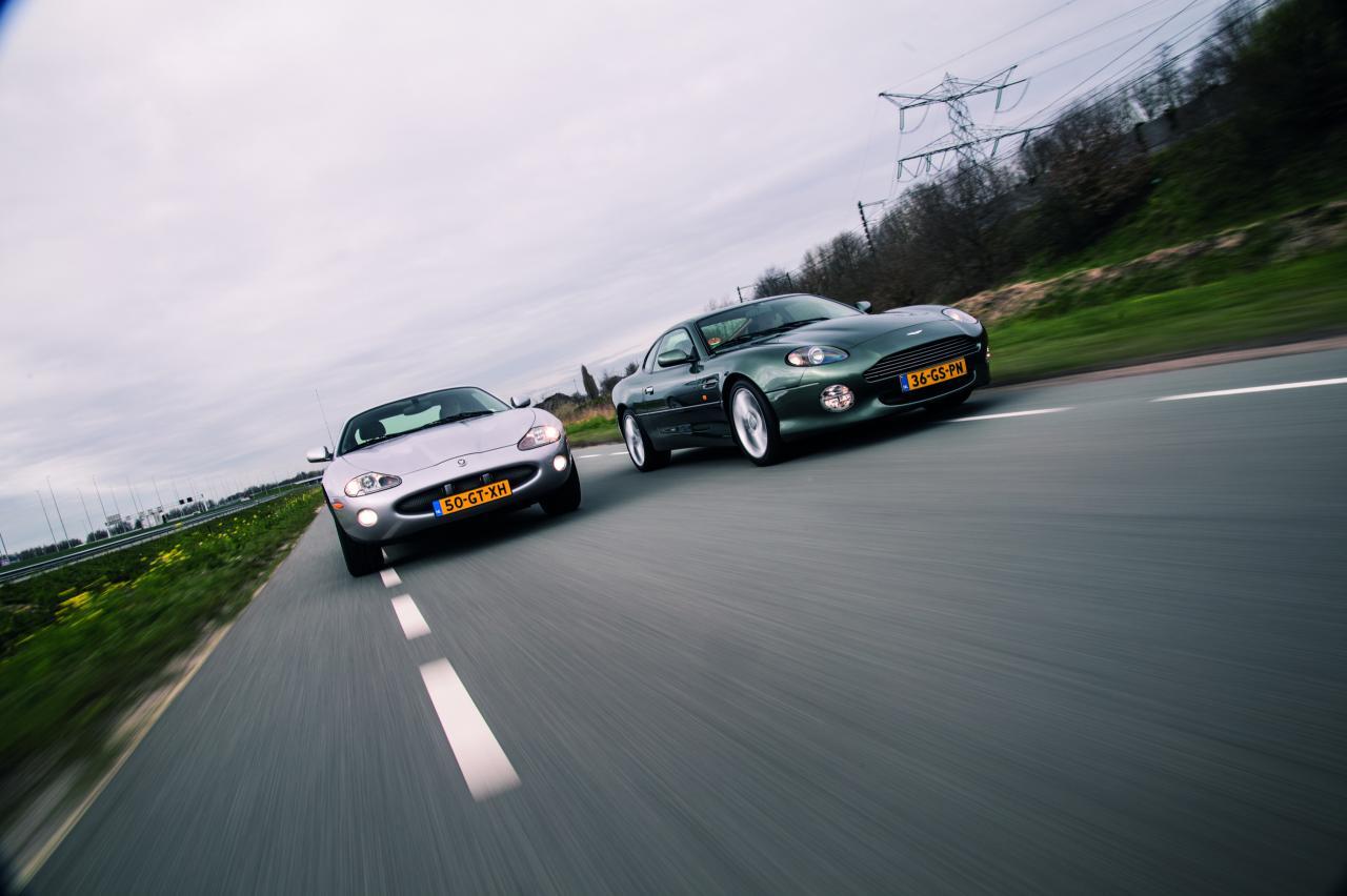 Aston Martin DB7 Vantage - Jaguar XKR: Poepchic voor weinig poen