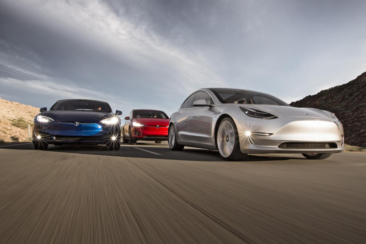 Tesla mag term Autopilot niet meer gebruiken in Duitsland