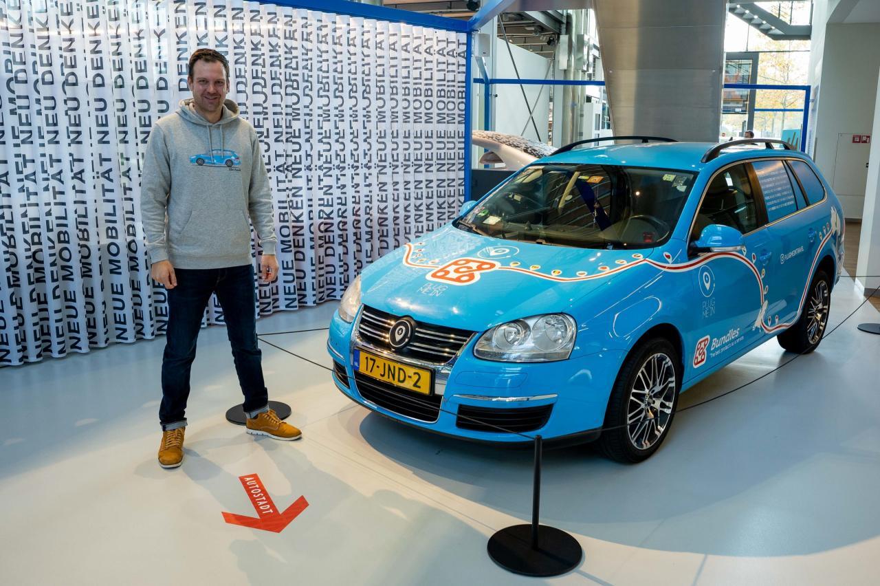 Elektrische Golf waarmee Wiebe Wakker naar Sydney reed in Volkswagen Museum