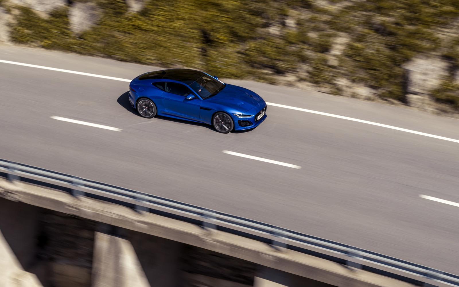 De vernieuwde Jaguar F-Type kijkt boos
