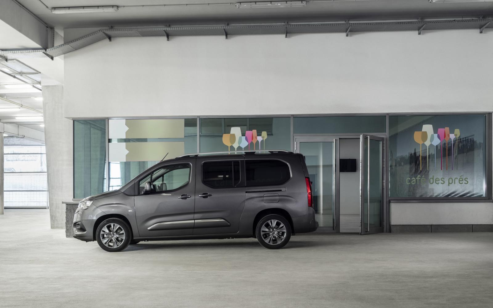 Is het een Citroën? Is het een Opel? Nee, het is de Toyota Proace City Verso!
