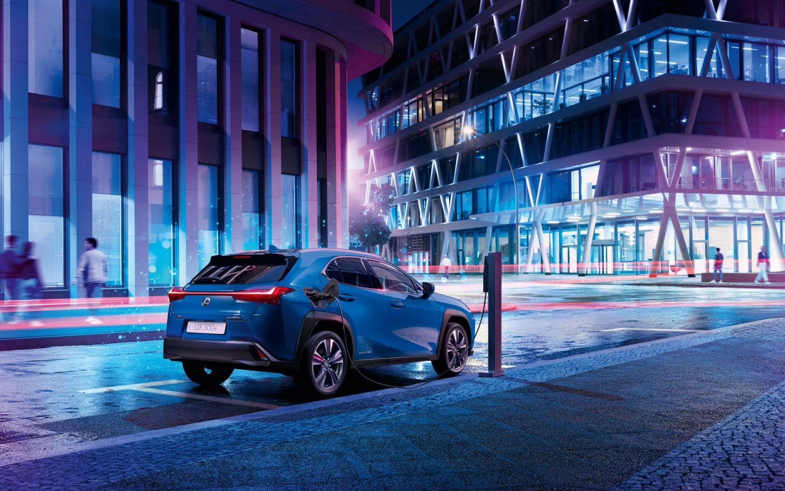 Lexus UX gaat mee met de elektrische stroom