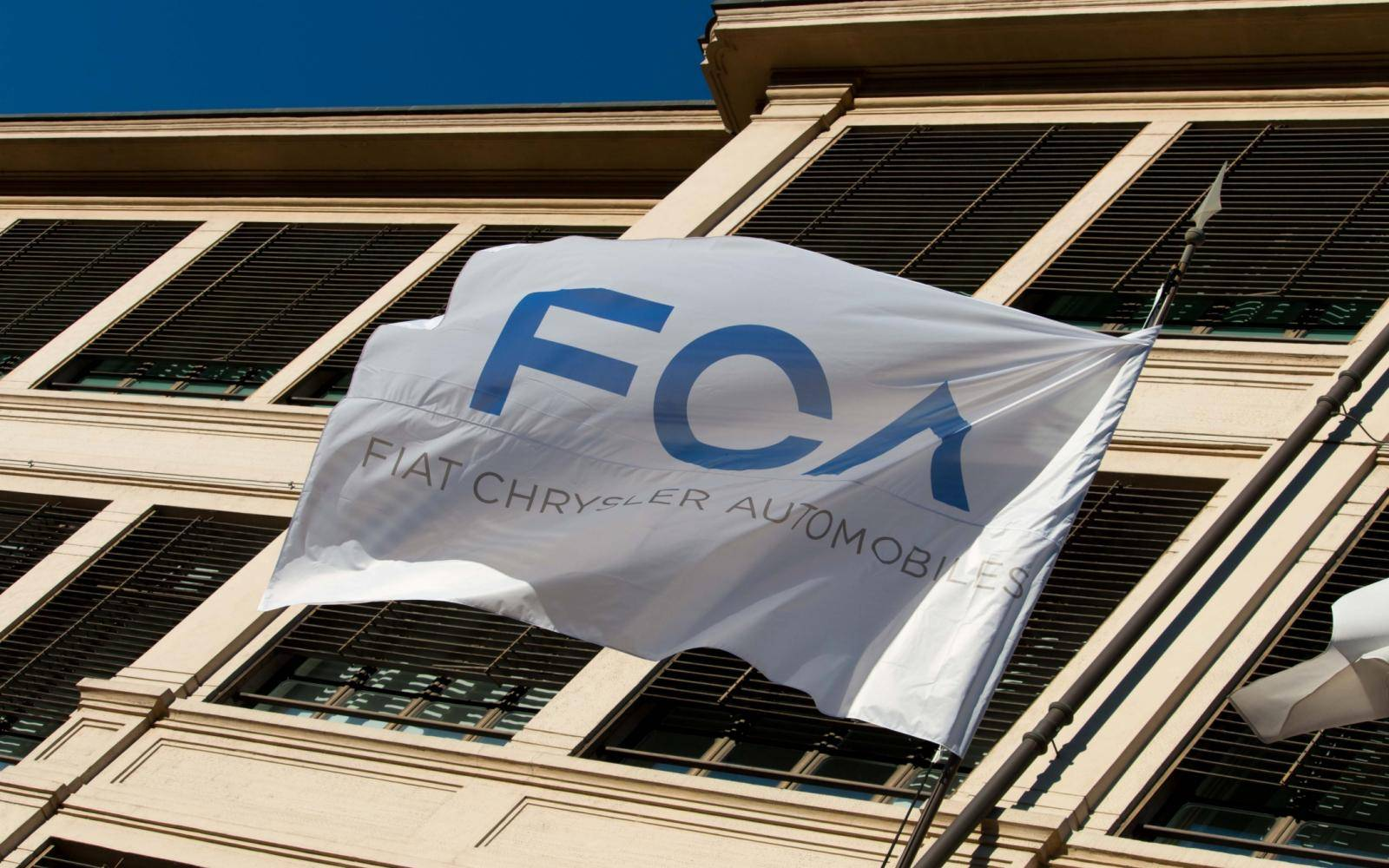 Fiat Chrysler Automobiles en PSA Group praten over fusie