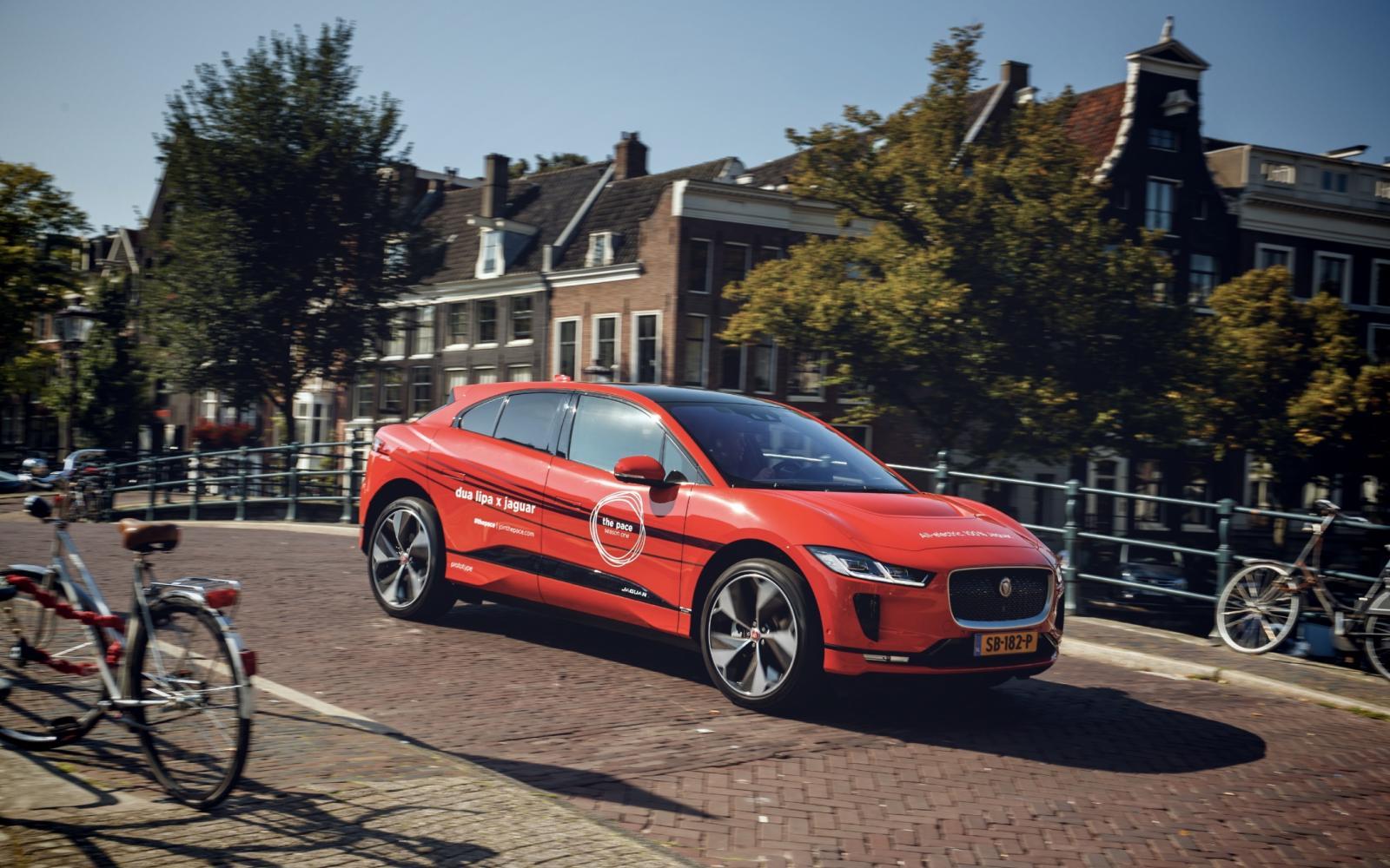 Jaguar I-Pace thuis sneller opladen met 'mini-snellader'