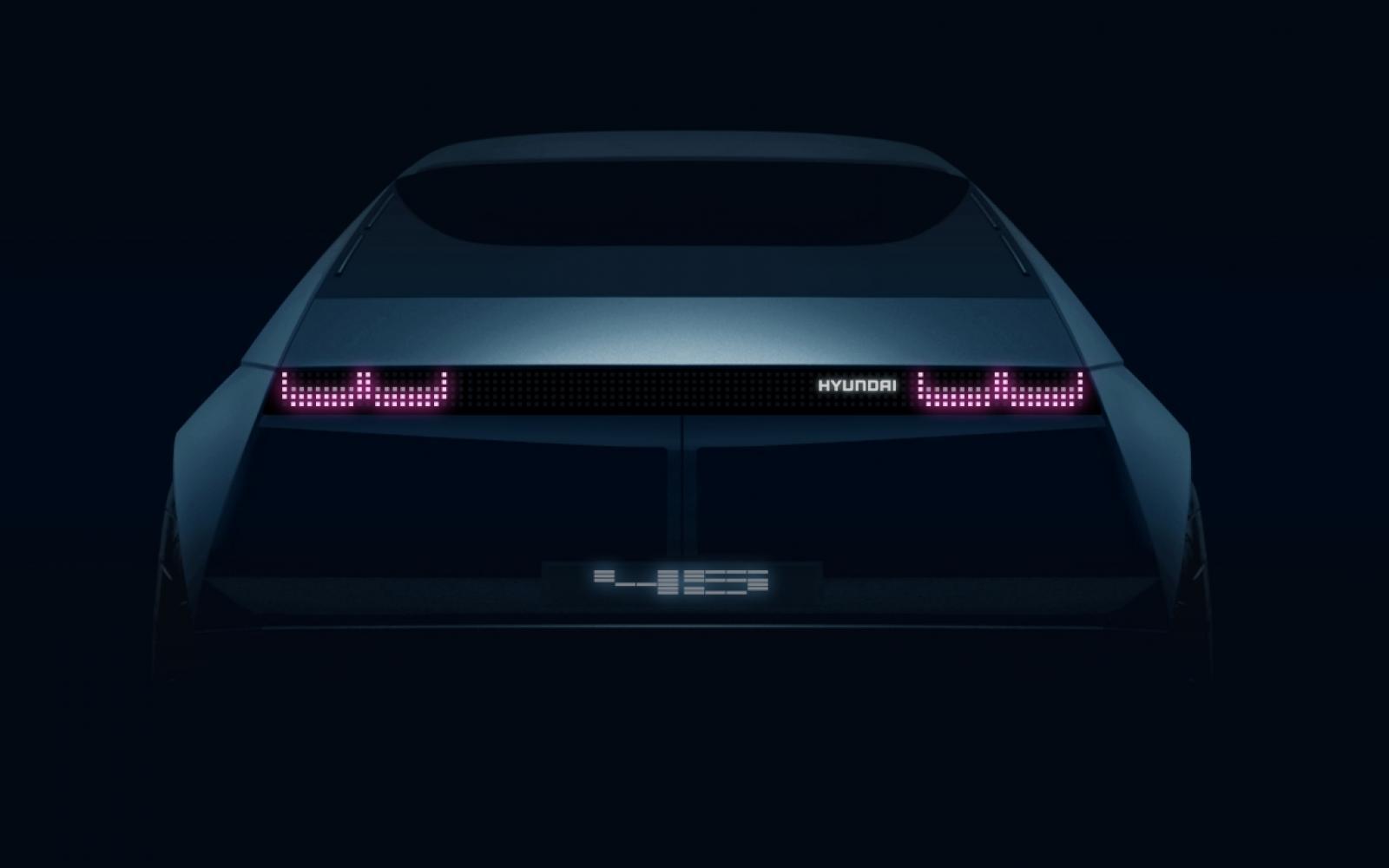 De Hyundai [45] wordt zo jaren zeventig als wijde pijpen