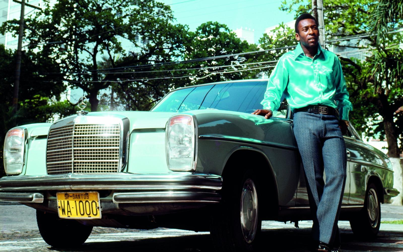 Top 10: Voetballers en hun auto's