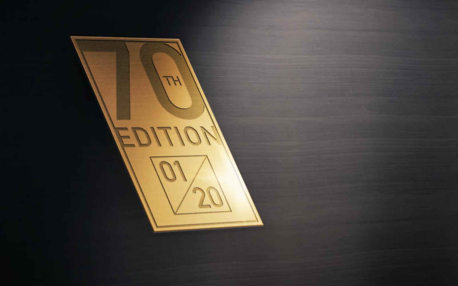 Waarom de Morgan Plus 4 70th Anniversary Edition een goudkleurig chassis heeft?