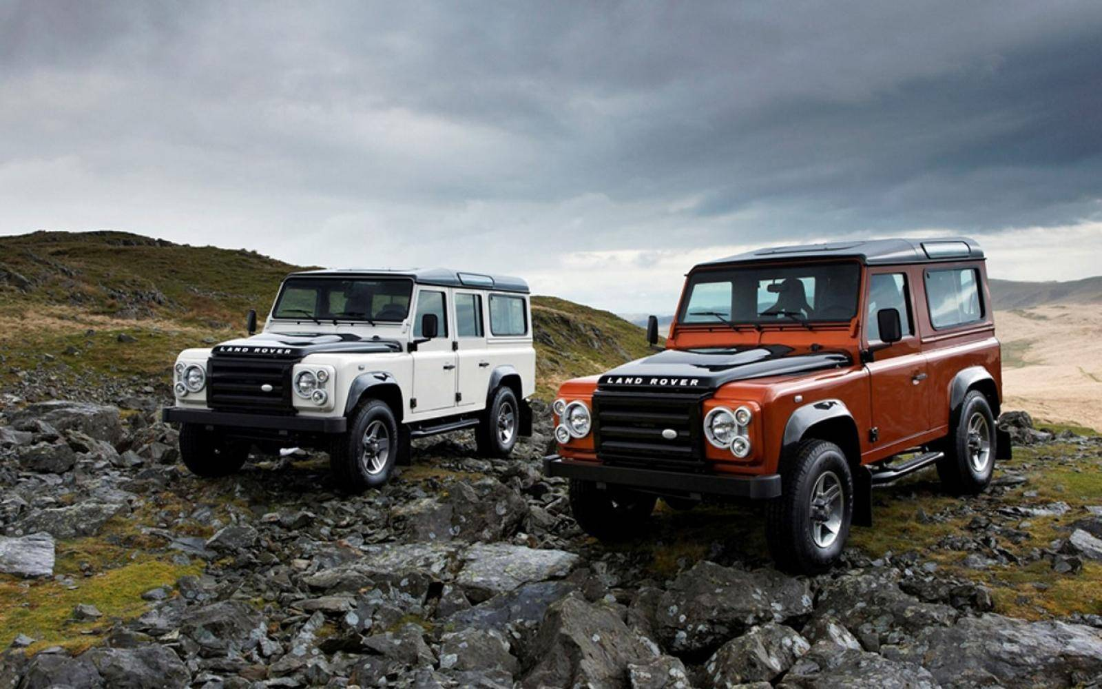 Twee limited editions Land Rover Defender