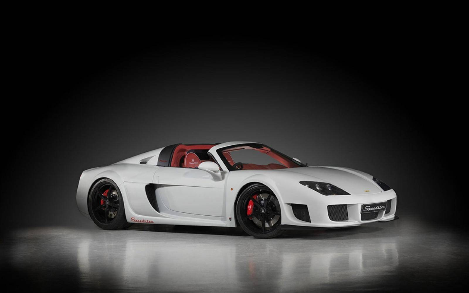 Zonnen in de Noble M600 targa