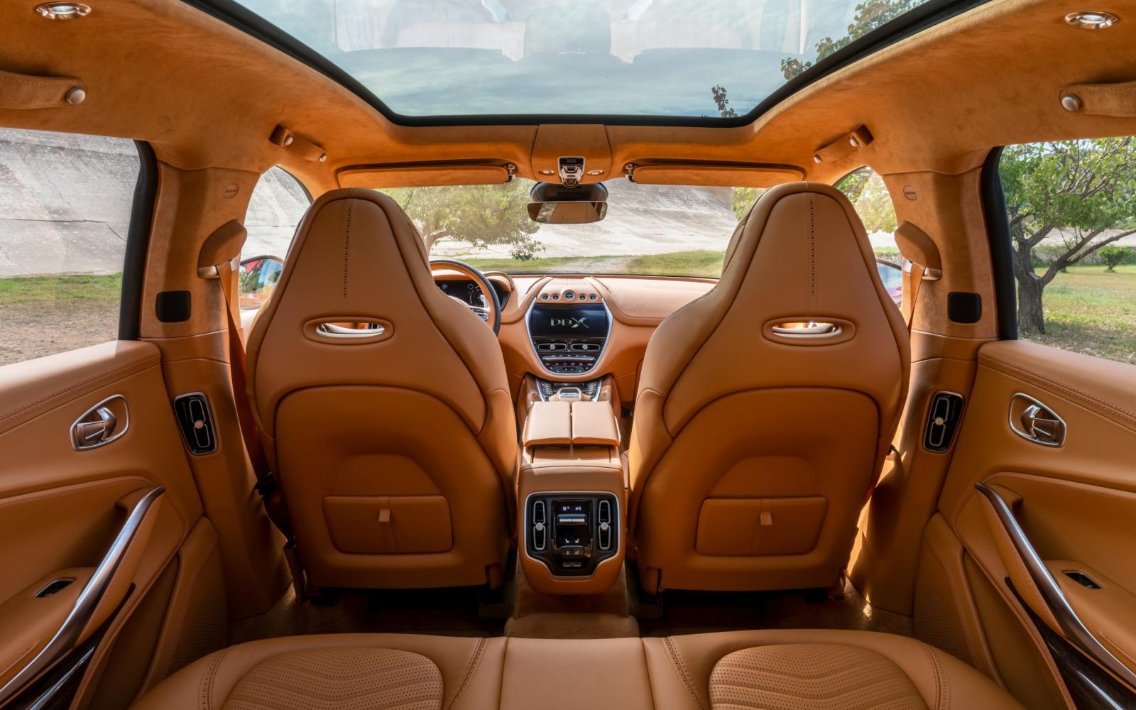Binnen kijken bij de Aston Martin DBX