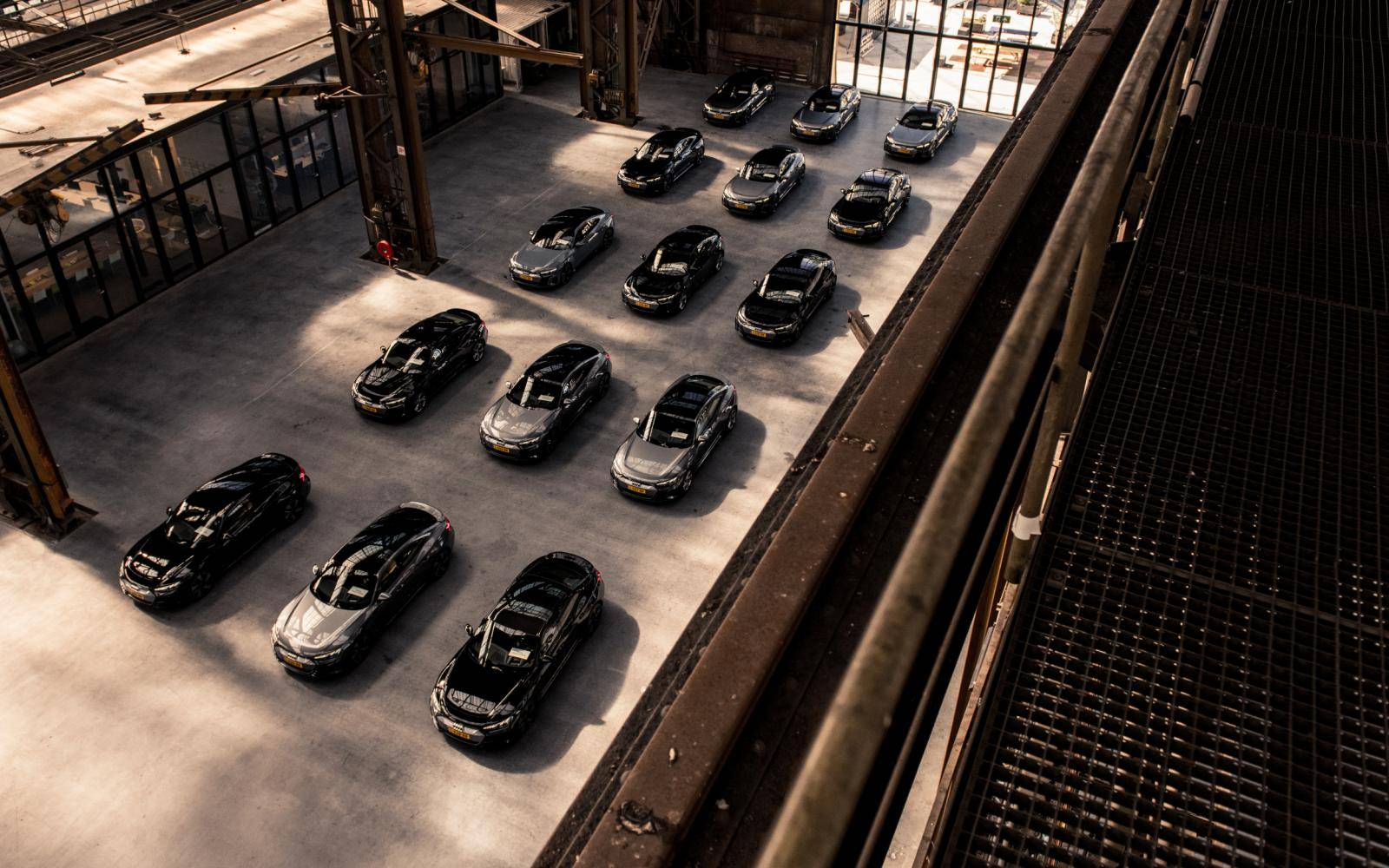 Vijftig tinten grijs: Audi E-Tron GT-rijders zijn kleurloos, of hebben geen lef