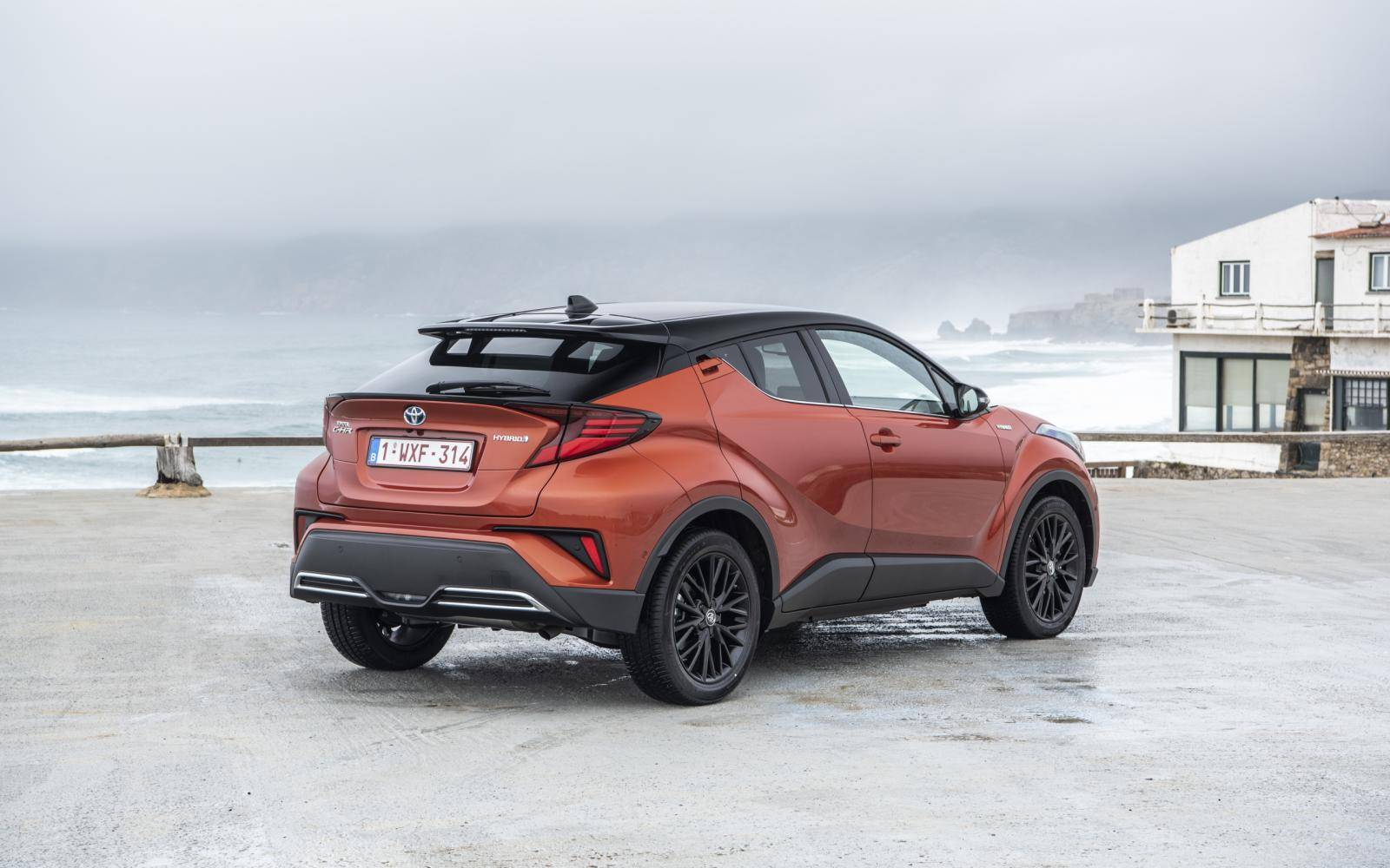 Eerste review Toyota C-HR 2.0 High Power Hybrid (2020)