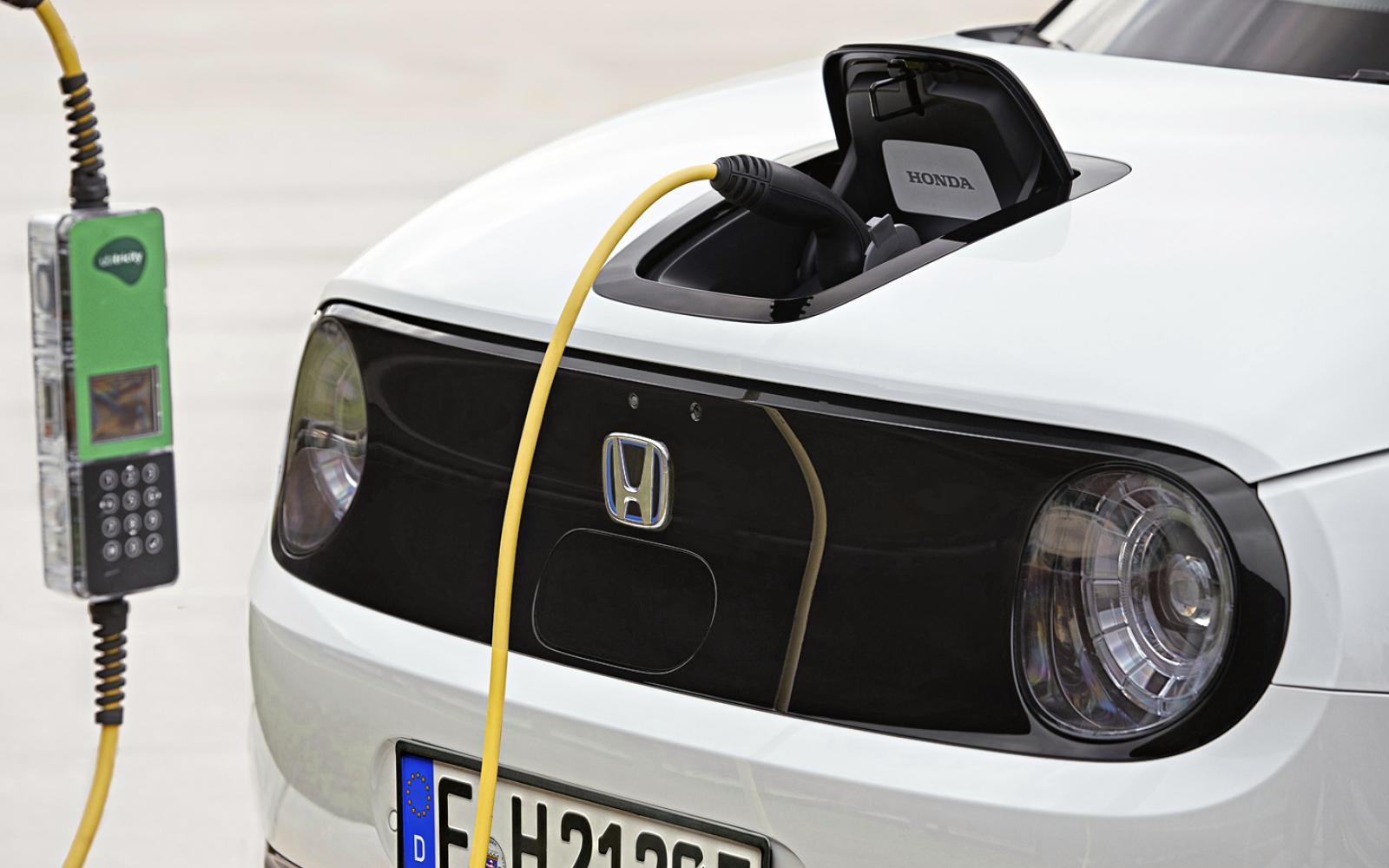 Waarom 20 procent van de elektrische auto-bezitters toch weer voor brandstof kiest