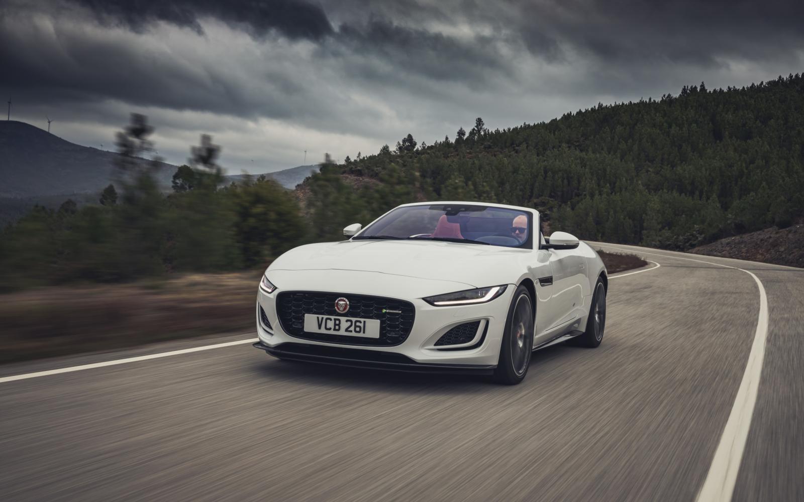 In de nieuwe Jaguar F-Type is het altijd F-eest