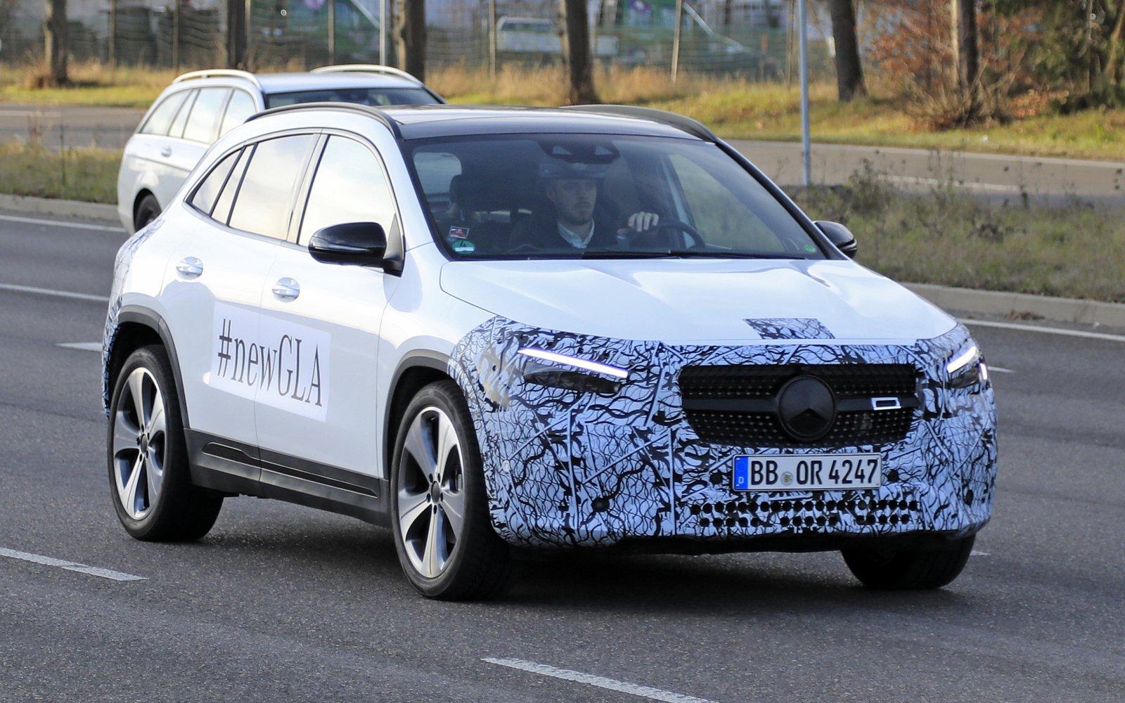 Nieuwe Mercedes GLA geeft zich bloot