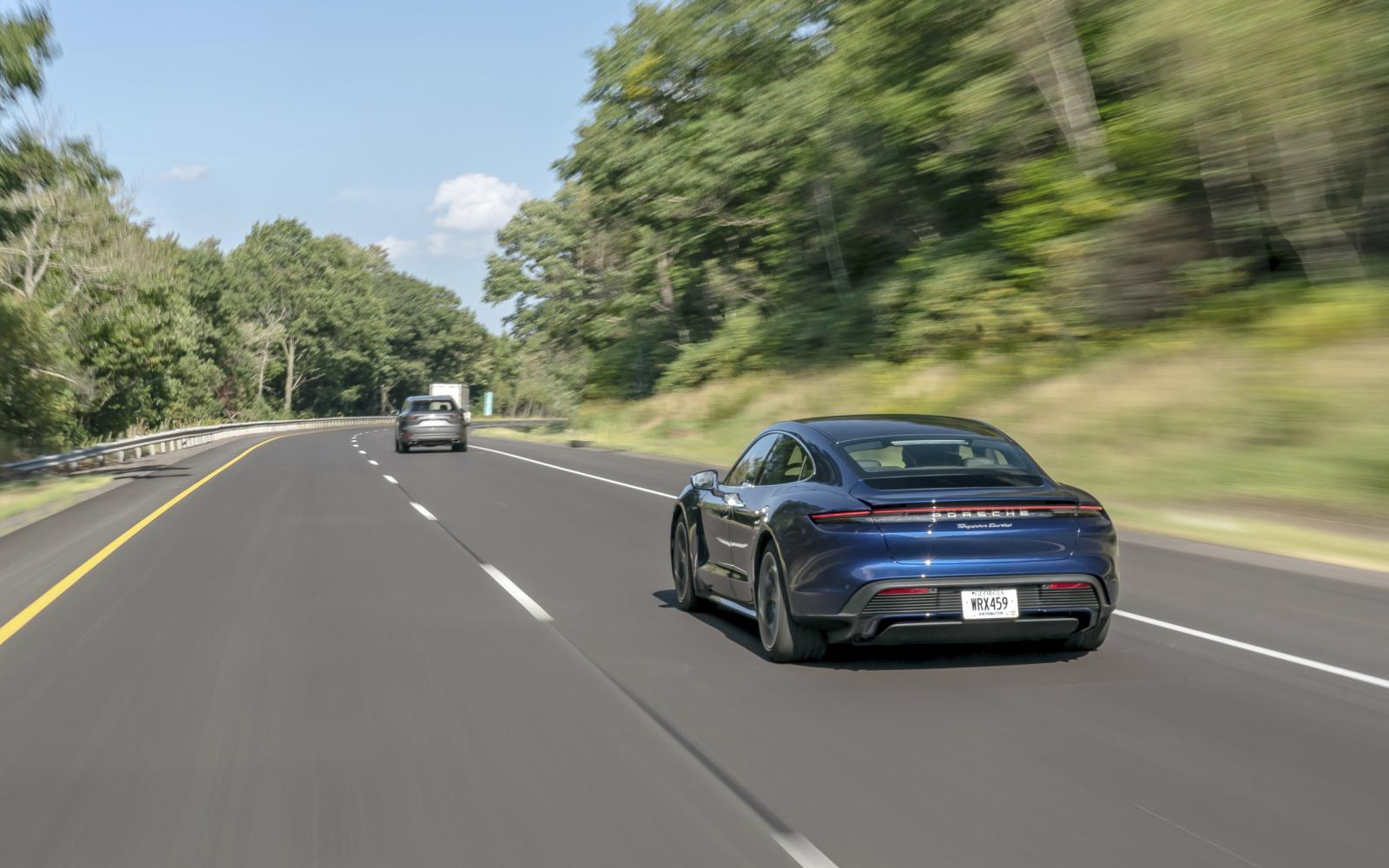 De Porsche Taycan raakt ons in het liefhebbershart