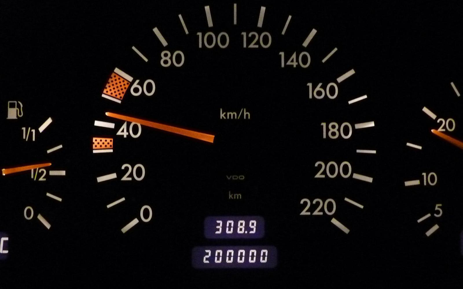 Ik zoek een tweedehands auto. Wanneer is de kilometerstand van een occasion (te) hoog?