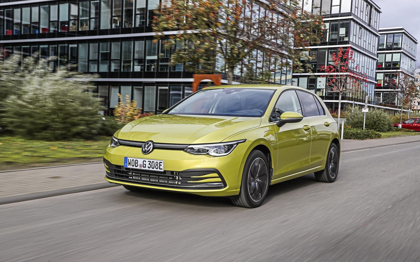 Hybrides voor kilometervreters: zo comfortabel zijn de Mercedes A 250e en VW Golf e-Hybrid