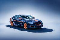 Ook Jaguar XJR als 'emergency vehicle' bij recordpoging
