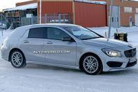 Mercedes CLA Shooting Brake zonder jas in de sneeuw