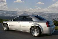 425 pk sterke Chrysler 300C SRT-8 leverbaar