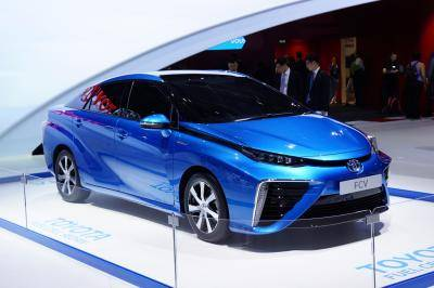 2. Toyota Fuel Cell Sedan