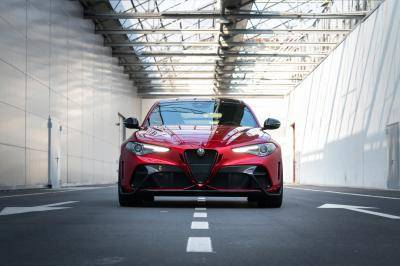 Alfa Romeo moet opschieten! Vanaf 2027 wordt het merk volledig elektrisch