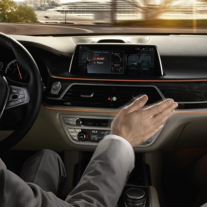 Onderzoek - Nieuwe auto's hebben steeds meer technologie ... die jullie nooit gebruiken