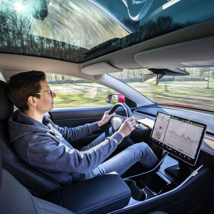 Tesla Autopilot werkt maar matig, vindt Euro NCAP