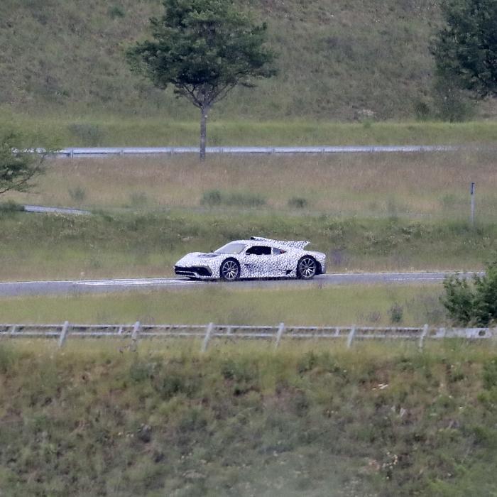 Buitenaardse Mercedes-AMG One geeft teken van leven
