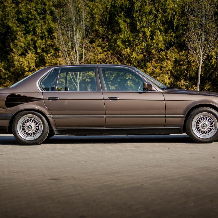 BMW post foto's van 7-Serie met V16-motor: de 767iL