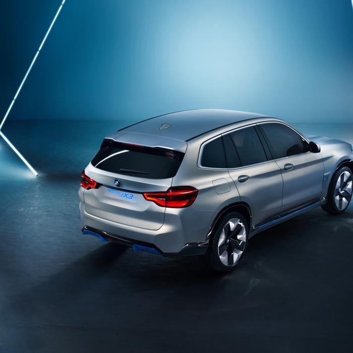 De volledig elektrische BMW iX3 zegt alvast hallo