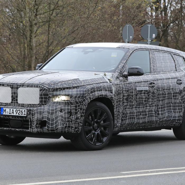 Dit gecamoufleerde monster is de aankomende BMW X8!