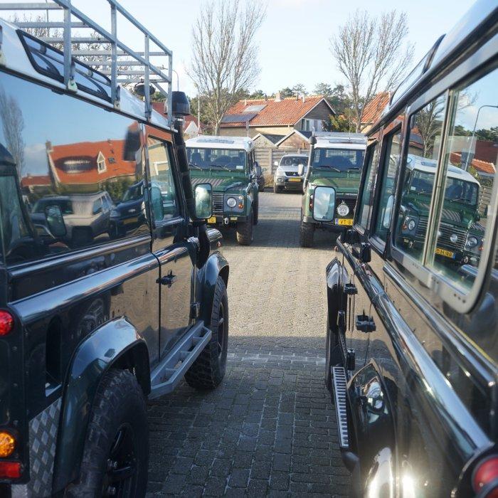 Bavo Galama jaagt op Terschelling op Land Rovers