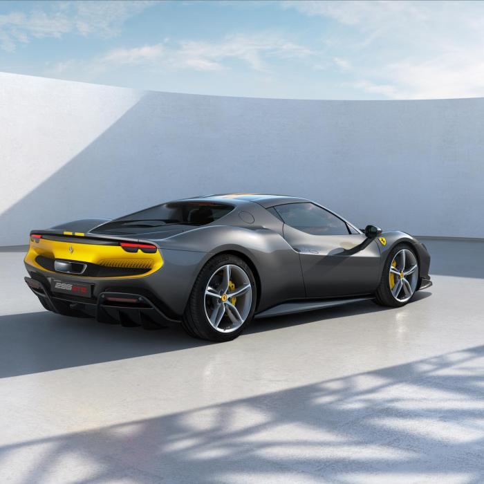 Europese Commissie: 'Ook Ferrari en Lamborghini moeten stoppen met brandstofauto's'