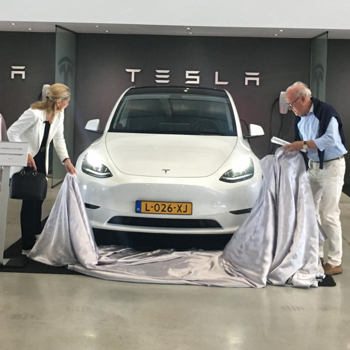 De Tesla Model Y doet er 2,5 jaar over om Nederland te bereiken