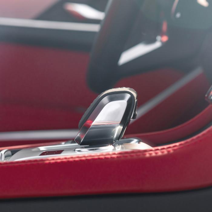De nieuwe Jaguar F-Pace kun je in het stopcontact steken