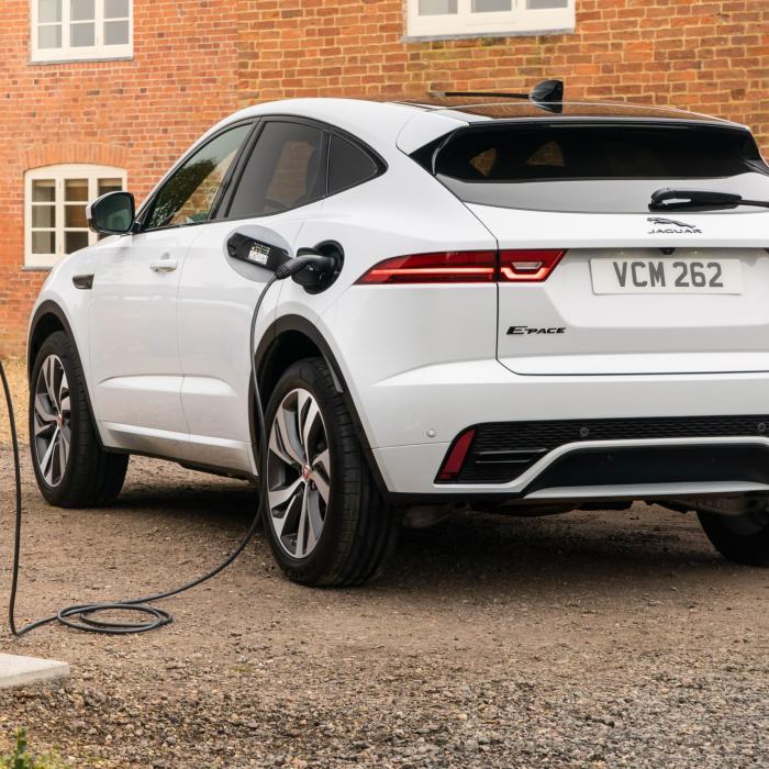 Onderzoek: 'plug-in hybrides verbruiken vier keer zoveel brandstof als opgegeven'