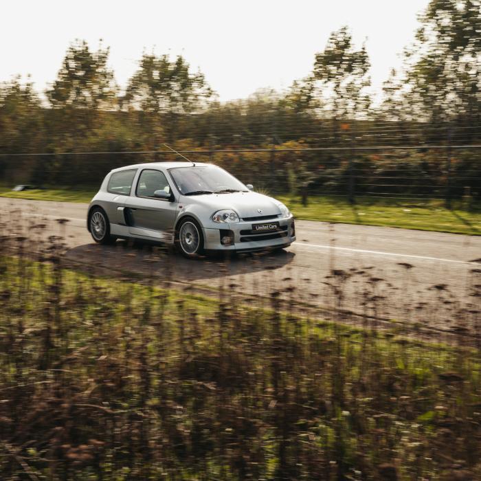 Renault Clio Sport V6 vs. Volkswagen New Beetle RSi: Welke is de dikste?